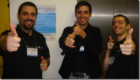 Leandro Daniel, Victor Cavalcante e Giovanni Bassi no .Net Architects Day 2009, posando de Buddy Christ
