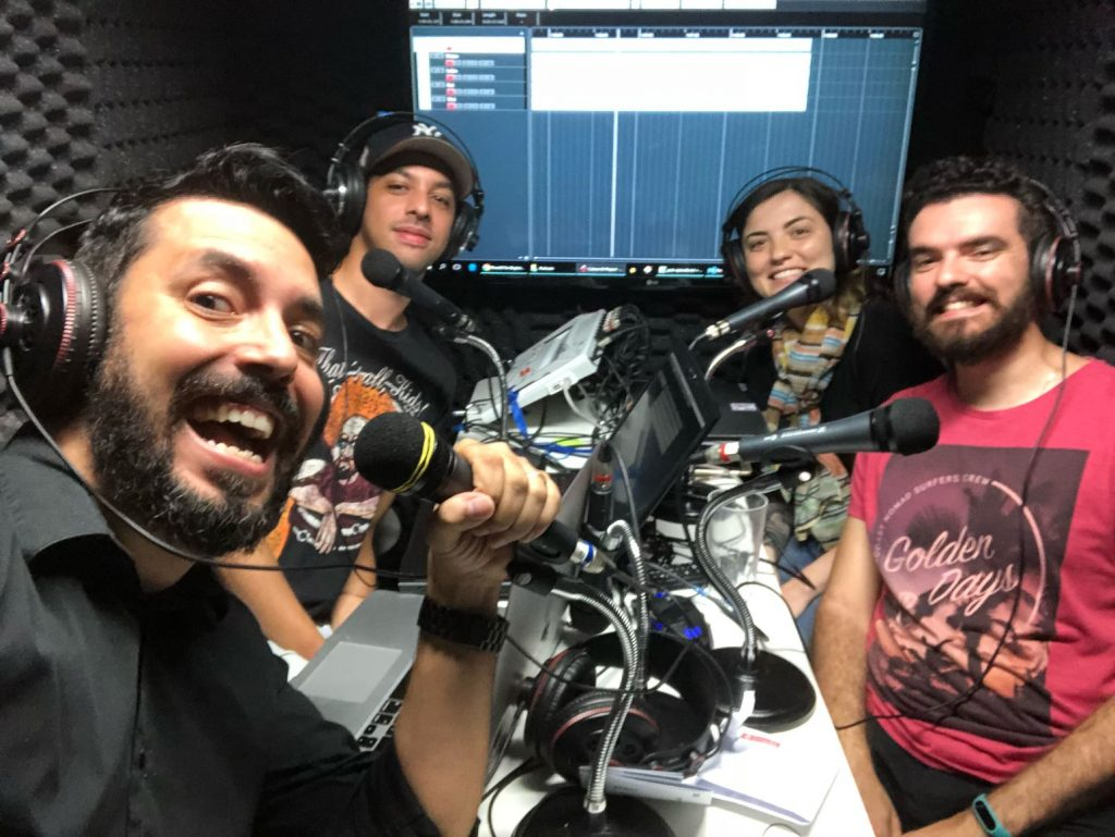 Participantes do podcast de React: Victor, Guilherme, Luiza, Vinicius