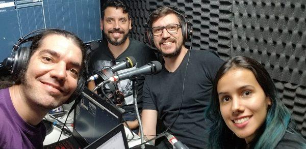 Giovanni, Victor, Vinicius e Graziella no estúdio