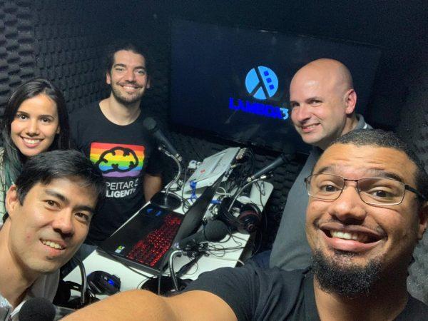 Grazi, Koji, Giovanni, Elemar e Lucas no estúdio