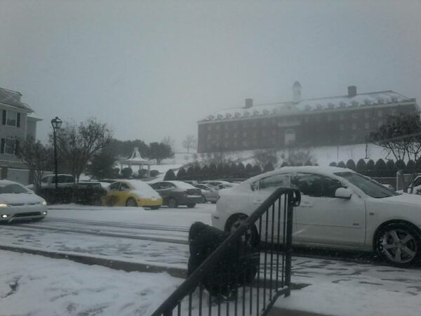 Lucas no primeiro dia de neve na DBU (Dallas Baptist University)